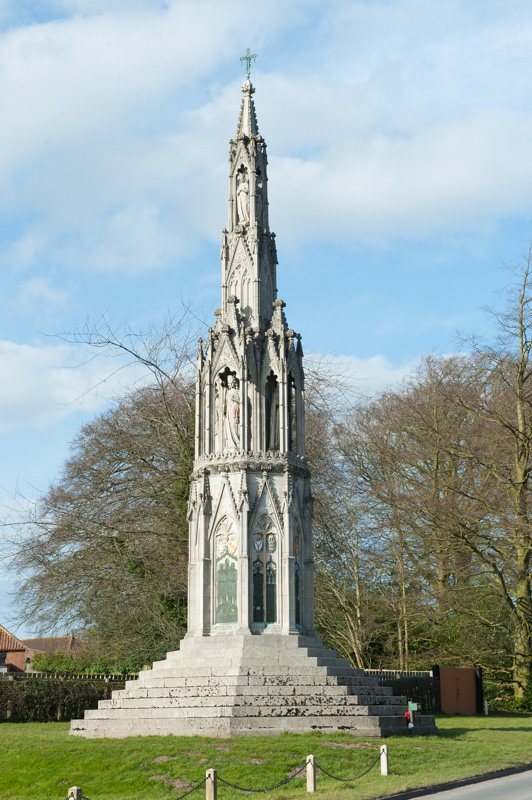 Sledmere WWI memorial - Eleanor Cross