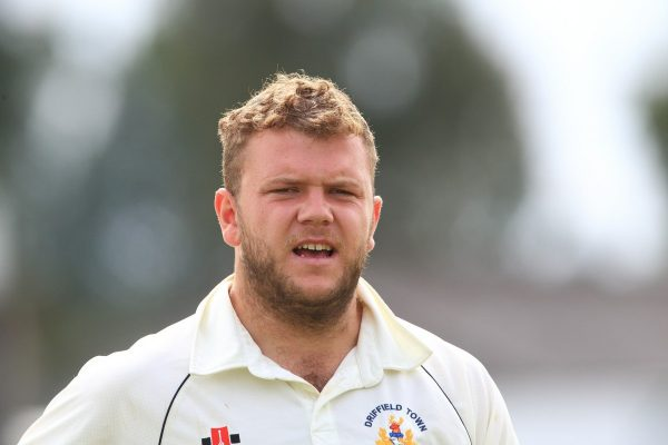 Driffield's Hardgrave finished with fantastic first-day figures of 6-22